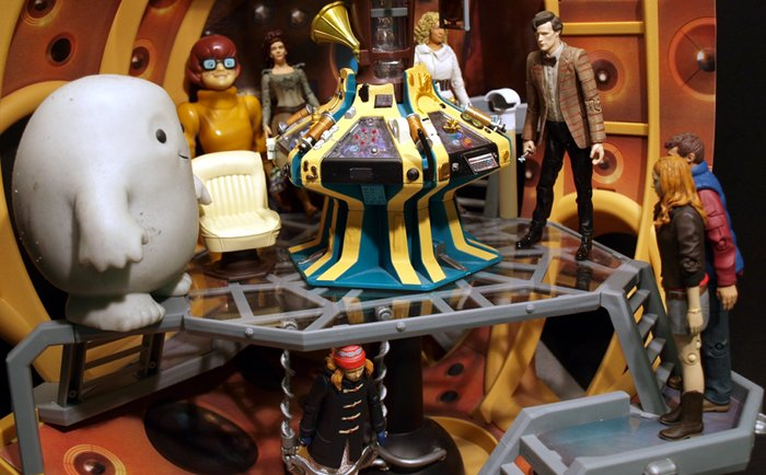 Chief Inspector Grey-um #1 - Grey-um, Dinkley, Amy, Rory, the Doctor, River, Idris and Amelia inside the TARDIS.