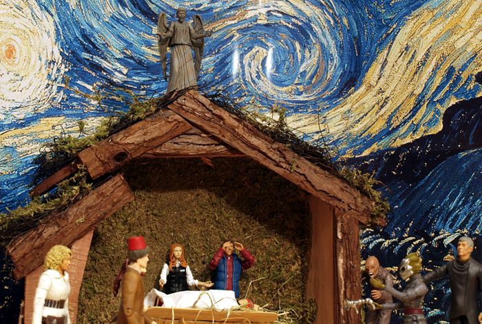 Chief Inspector Grey-um #1 - Nativity scene - a look up at the roof and the Weeping Angel.