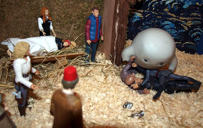 Chief Inspector Grey-um #1 - Grey-um on top of Spock & gang.