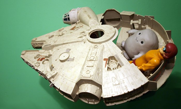 Chief Inspector Grey-um #1 - Grey-um and Dinkley in the Falcon, TV room green background.