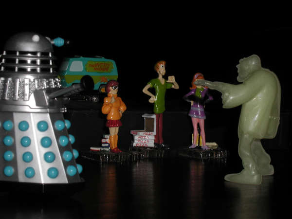 Velma, Daphne and Shaggy chased by the Creeper, Mr Dalek arrives on the scene